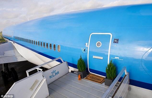 хотел самолет