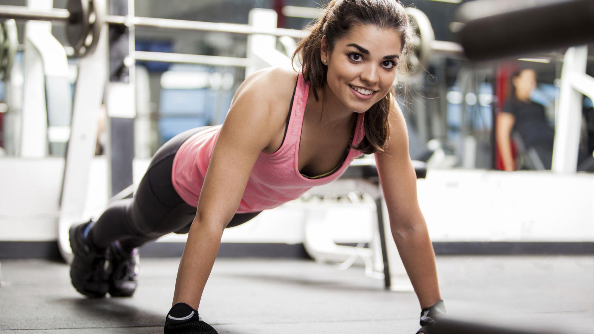 жени във фитнеса