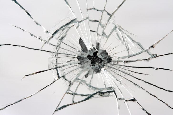 счупено огледало