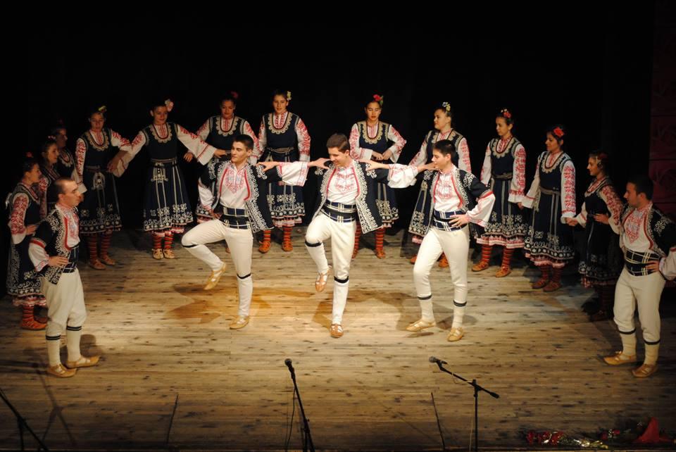 български танци