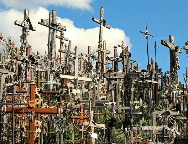 Свещеният хълм на кръстовете