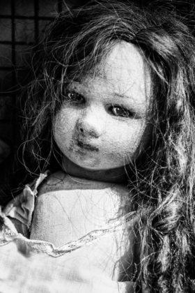 изоставена кукла