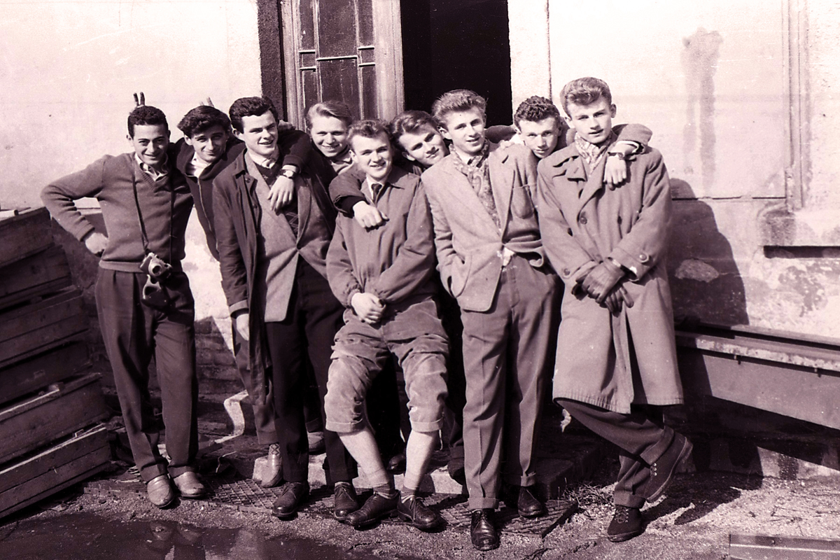 boyz-in-magenta-czechoslovakia-1958