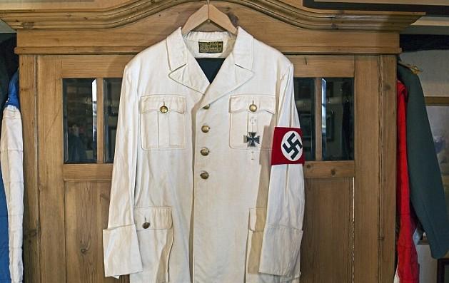 костюм на Хитлер