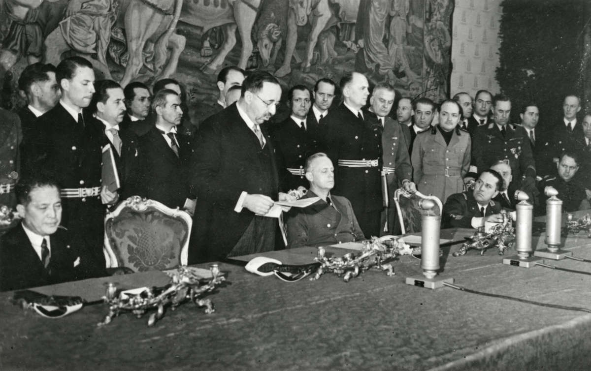 1 март, 1941 г. Министър-председателят на България проф. Богдан Филов подписва споразумението за присъединяване на Царство България към Тристранния пакт Рим-Берлин-Токио.