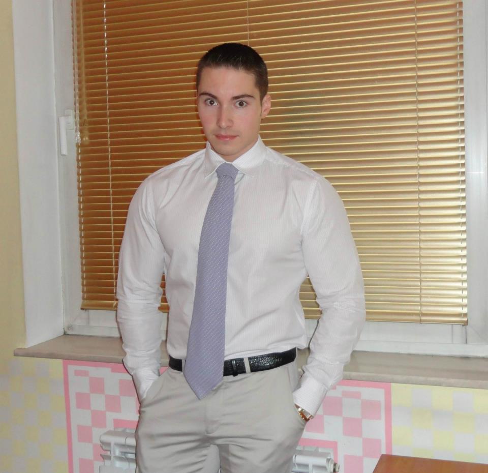 Години наред младият българин се бори със стереотипа, че спортистите са глупави. Богомил завършва право, след конкурс е назначен на работа в министерство, а в момента практитува в частна фирма.