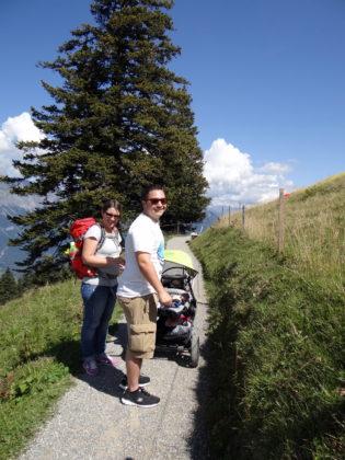 с деца в планината