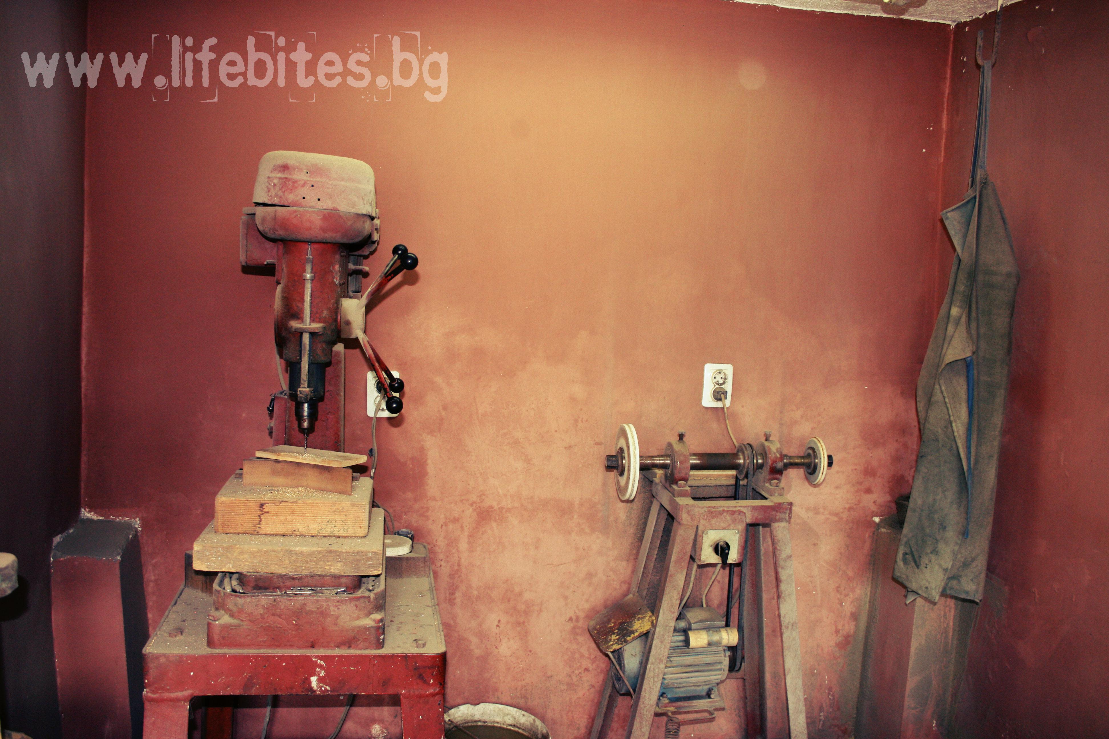 Любо е наследил машините, с който едно време е работил дядо му.