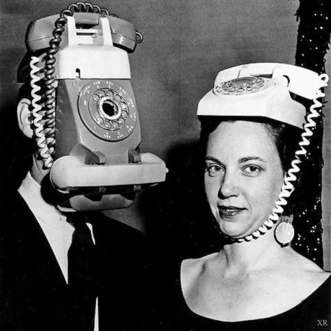 по телефона