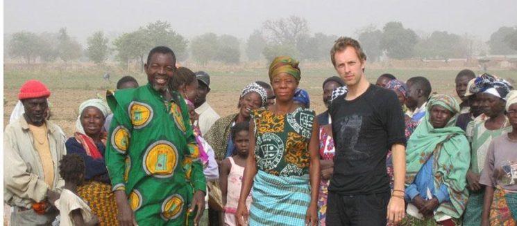 Крис Мартин в Гана.