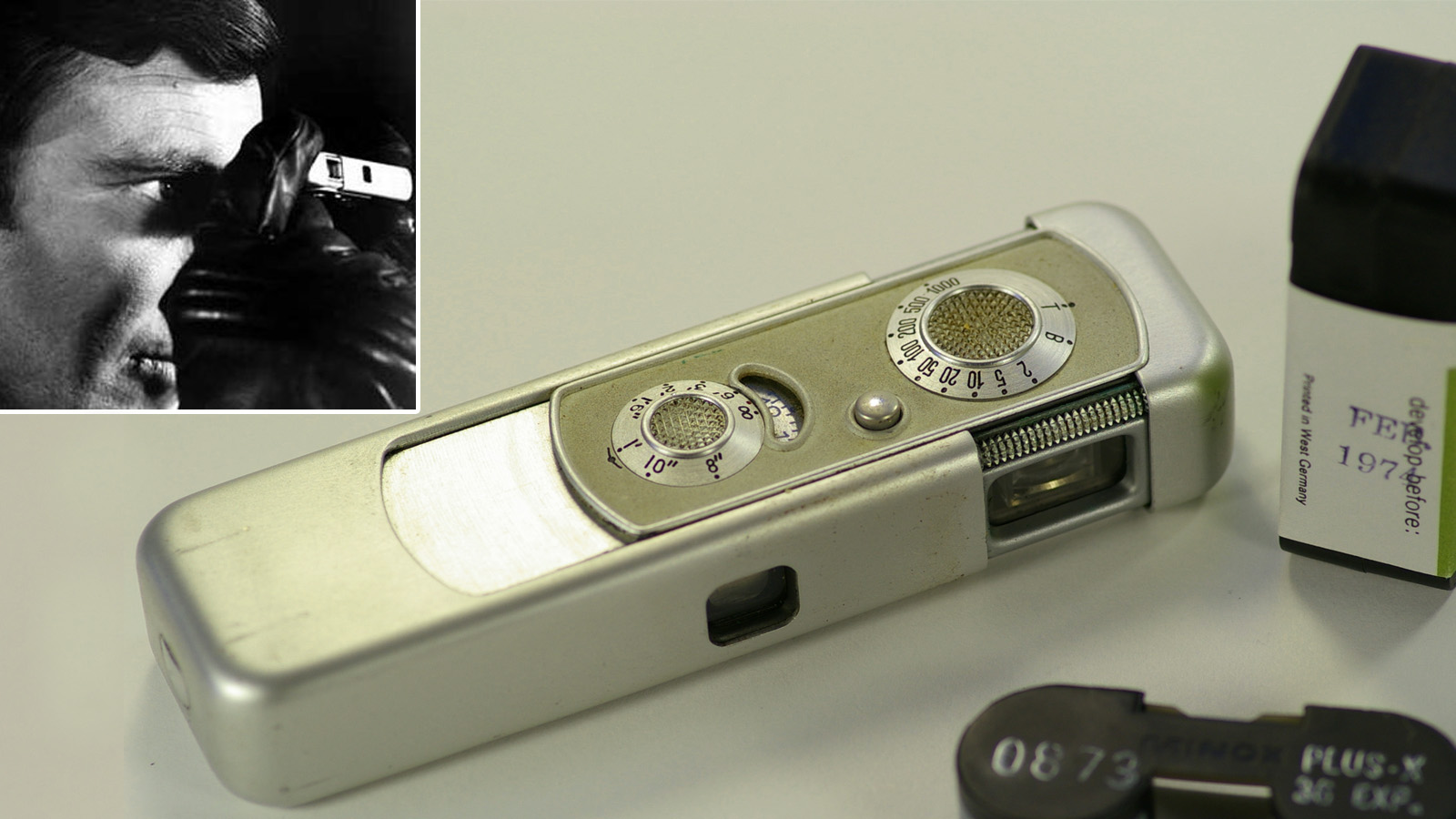 На търга се продаваше и тази миниатюрна камера Minox, която Джеймс Бонд използва във филма В тайна служба на Нейно Величество (1969).