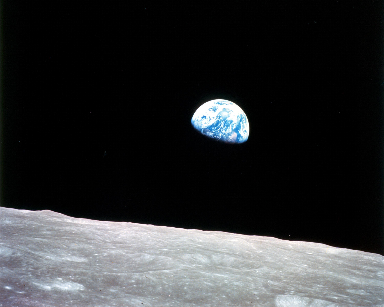 Земята погледната от Луната