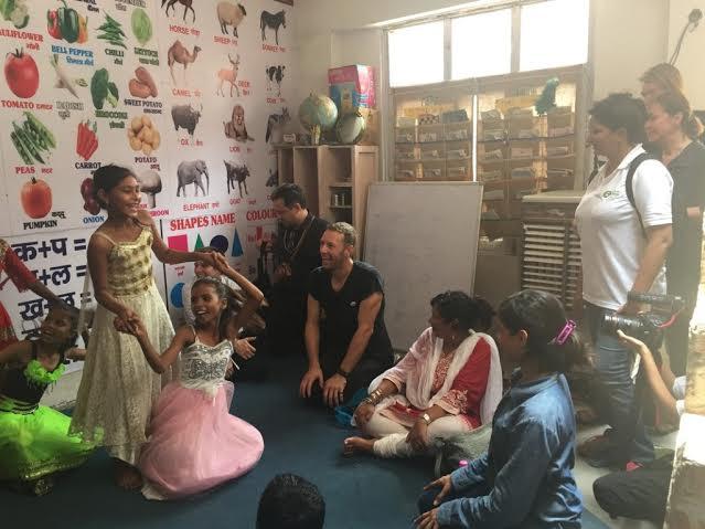 Вокалистът на групата като посланик на Oxfam по време на свое посещение в Индия.