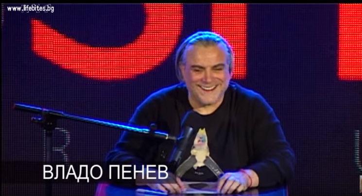 Владо Пенев чете разказ на Никола Крумов.