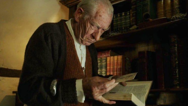 """Кадър от филма """"Г-н Холмс"""" с Иън Маккелън ролята на известния детектив"""