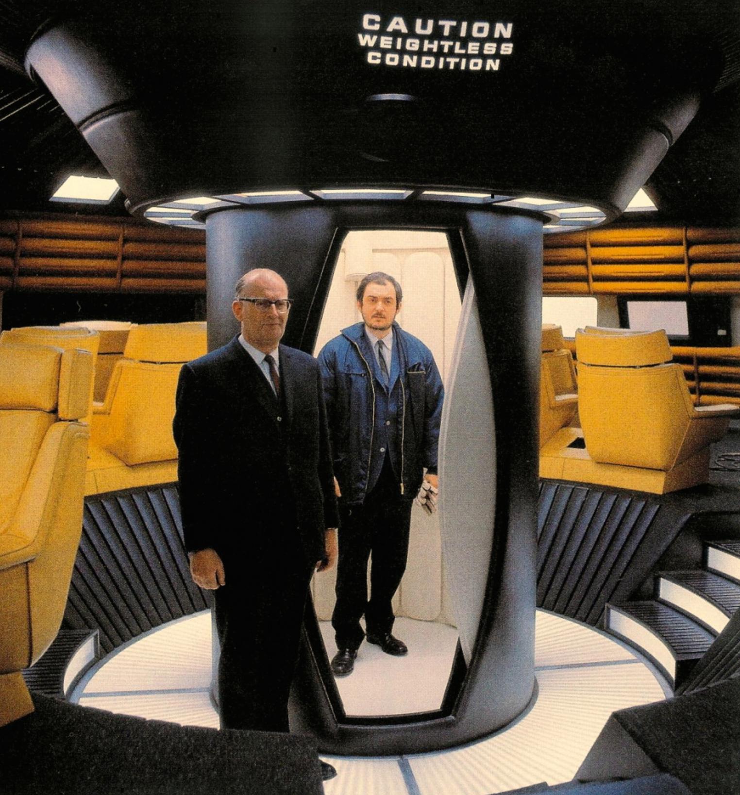 Артър Кларк и Стенли Кубрик на снимачната площадка на 2001: Космическа одисея