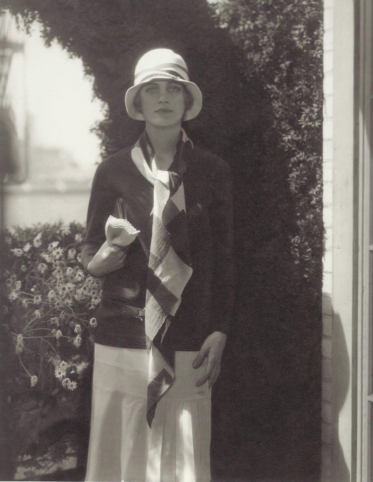 Лий Милър като модел на Vogue през 1928 г.