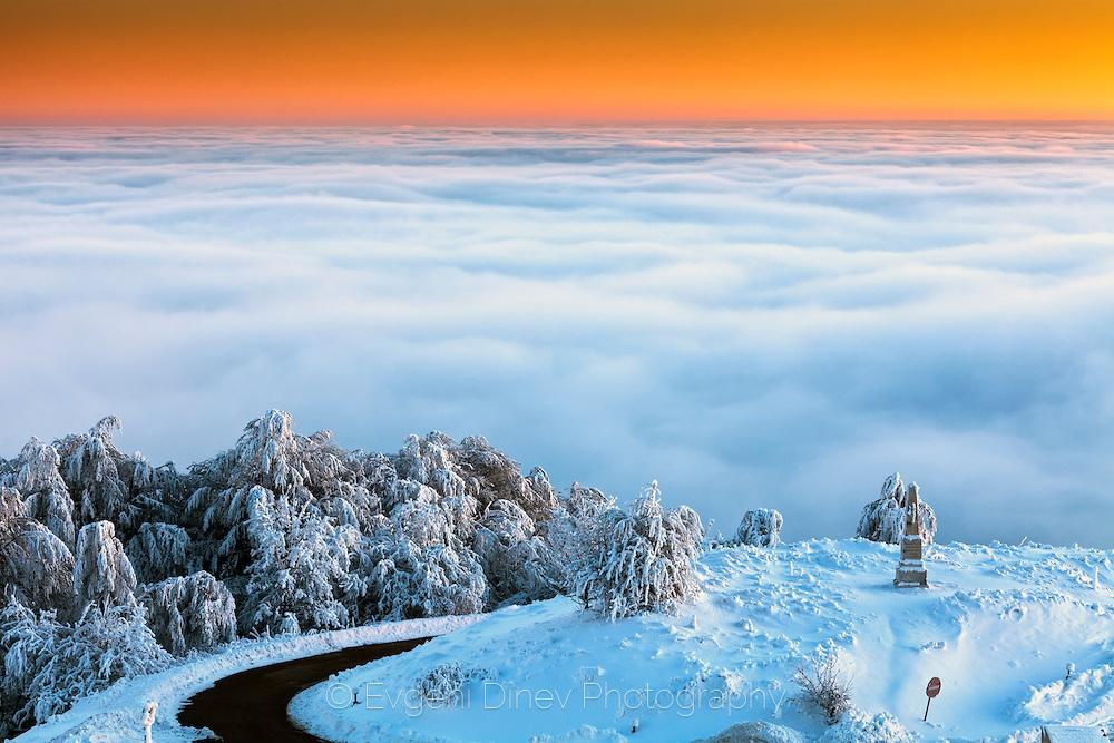 Свят над облаците