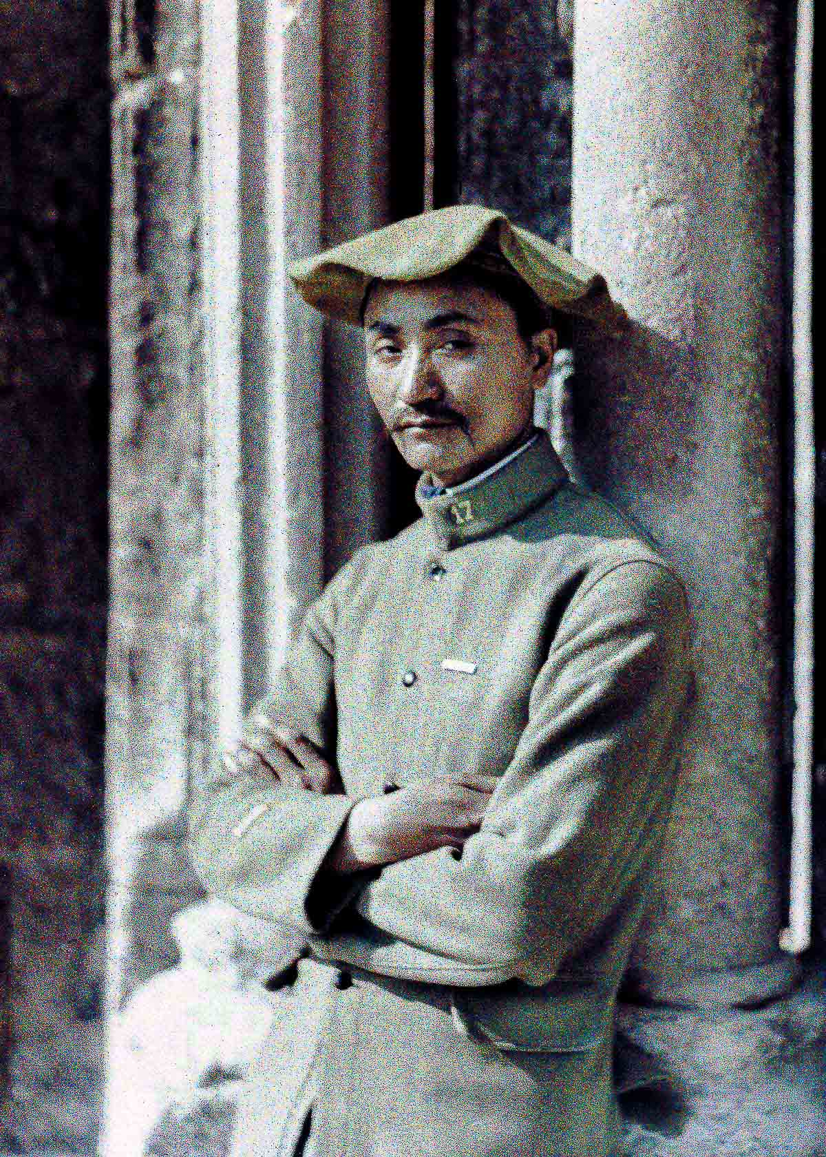 Worker from Indochina on the Western Front. 1917. Color photo (Autochrome Lumière) by Fernand Cuville (1887-1927). Soissons was taken over by German troops twice during World War I and was heavily damaged by artillery fire. Soissons, Aisne, France. (Photo by Galerie Bilderwelt/Getty Images)