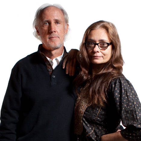 фотографът Питър Менцел и писателката Фейт Д'Алуизио