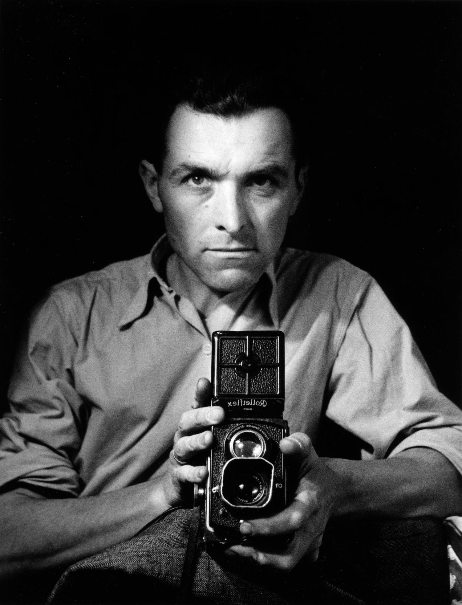 robert-doisneau-autoportrait-au-rolleiflex-1947-©-atelier-robert-doisneau