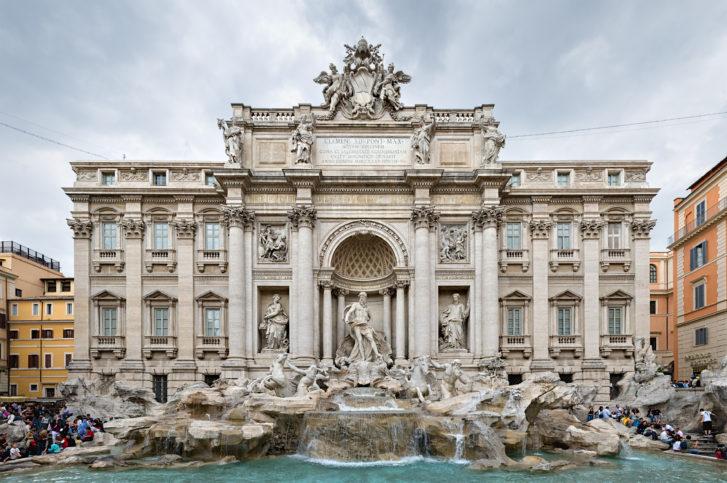 Фонтан Ди Треви в центъра на Рим