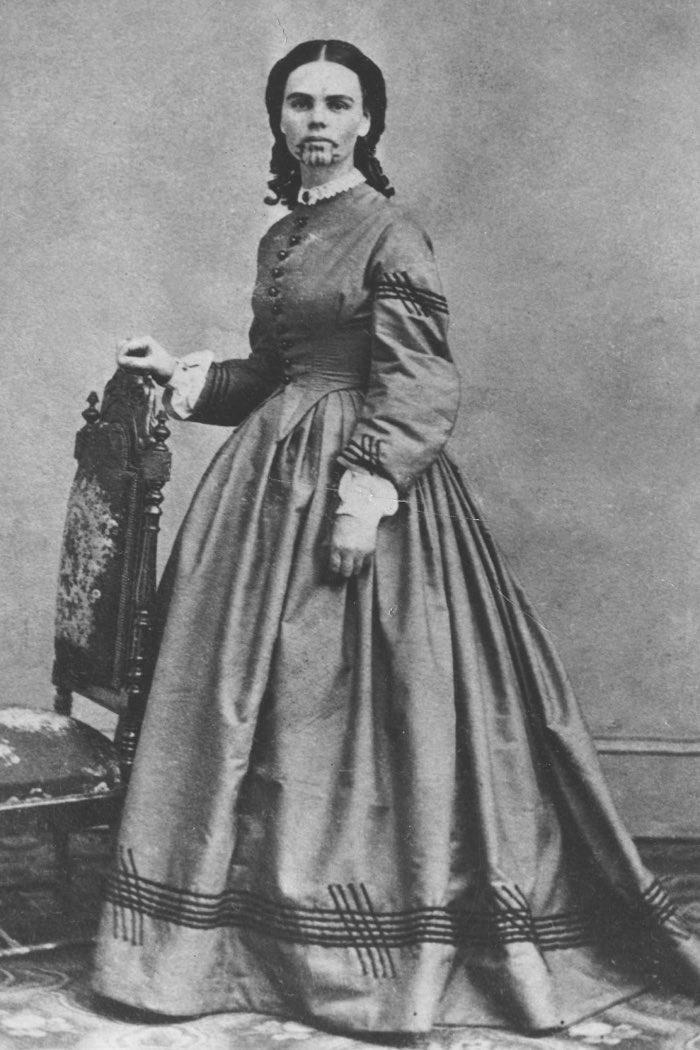 Олив Оутман през 1860 г.