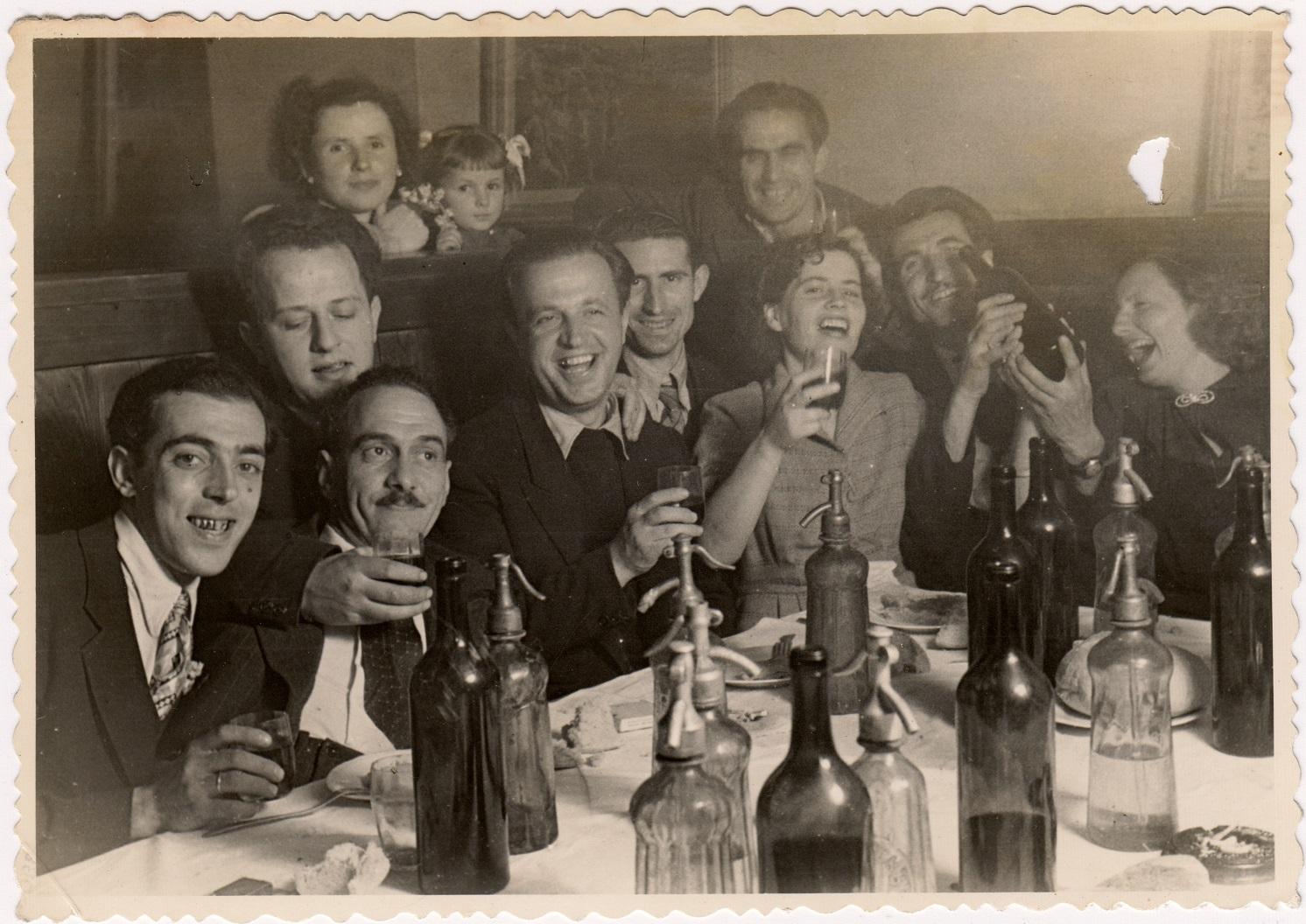 Борис Боров (втори отляво на дясно) със снимачния екип на Екипажът на Надежда (1956 г.) Празненството е по случай успешното заснемане на 14 кадъра от филма. Източник: lostfoundmemories.wordpress.com