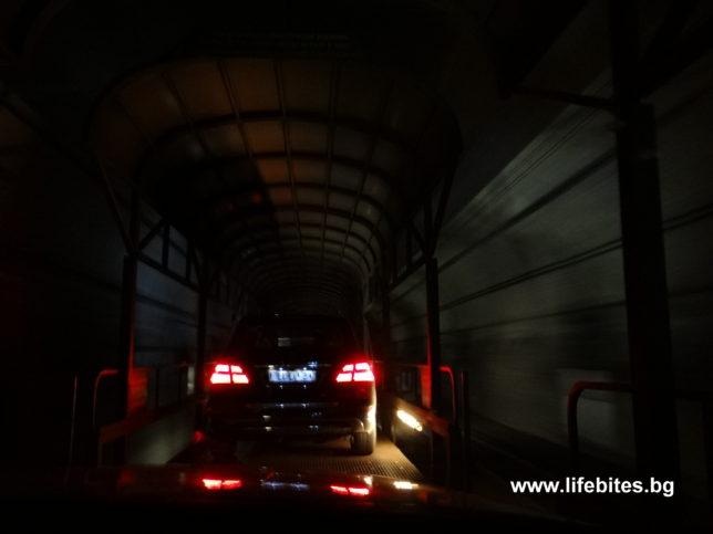 тунел дълбоко в недрата на Алпите в Швейцария