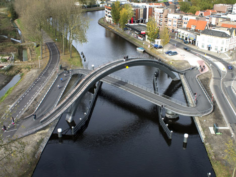 dezeen_Melkwegbridge-by-NEXT-Architects-and-Rietveld-Landscape_11
