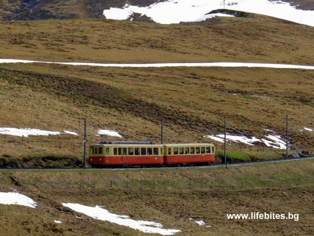 влак към Юнгфрауйох в Швейцария