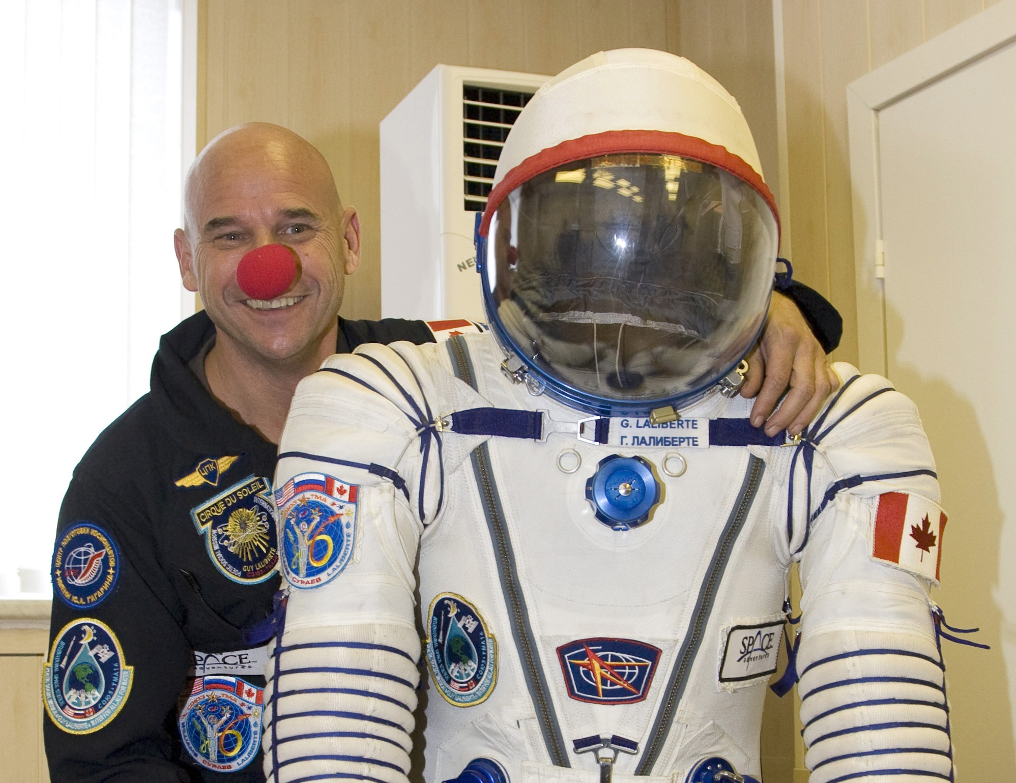 Canadian billionaire Guy Laliberte holds his space suit inflated under pressure at Baikonur cosmodrome, September 18, 2009. Laliberte, U.S. astronaut Jeffrey Williams and Russian cosmonaut Maxim Surayev are due to fly to the International Space Station from Baikonur cosmodrome on board the Soyuz TMA-16 rocket on September 30, 2009. REUTERS/Sergei Remezov (KAZAKHSTAN SCI TECH POLITICS)