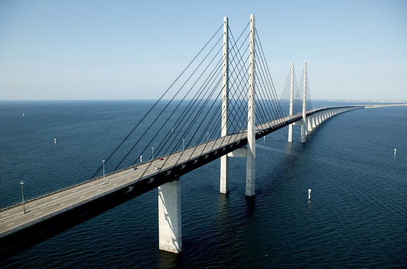 oresund-bridge-tunnel-connects-denmark-and-sweden-10