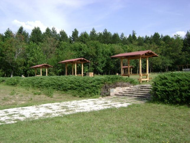 Едно от най-известните места за отдих и разходки във Вършец е Иванчова поляна