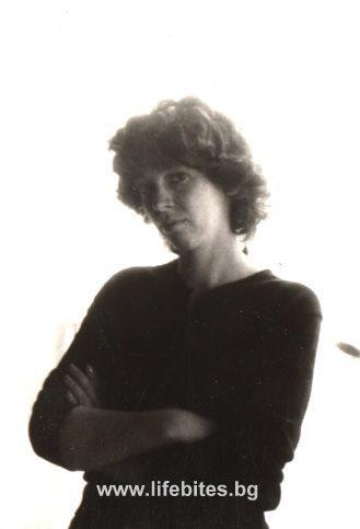 Портрет на Яна Узунова, заснет от дядо й Тодор Славчев.