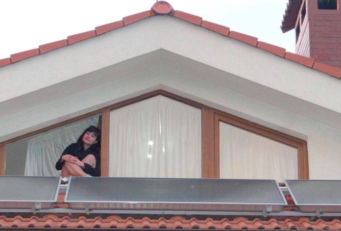 Момичето на покрива