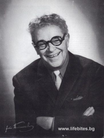 Портрет на Тодор Славчев, заснет през 1960 г. от легендарния столичен фотограф Петър Папакочев.