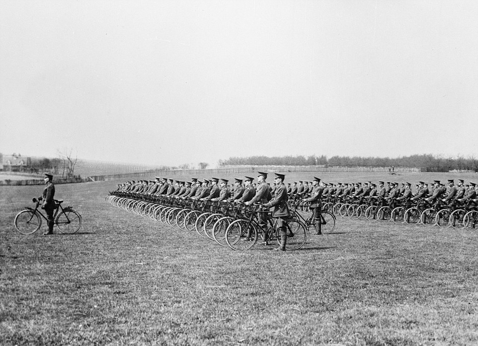2DE1979500000578-0-In_the_saddle_1915_The_Kent_Cyclist_Battalion_on_parade_Touted_a-m-58_1447978318460