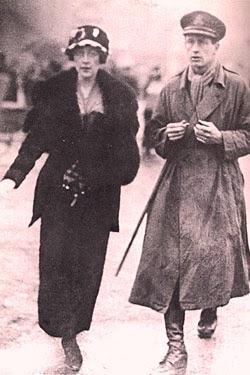 Агата и Арчи Кристи на сватбения им ден.
