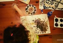 Дете рисува