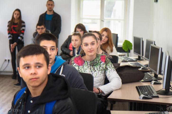 Ученици в Априловската гимназия