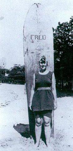 Агата е една от първите британци качили се на сърф. Снимка: Museum of British Surfing