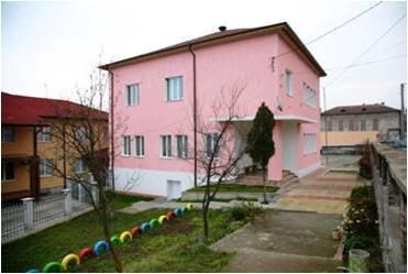 Розовата сграда на Центъра за обществена подкрепа Перник