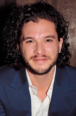 Дългата, черна, къдрава коса е запазената марка на актьора.