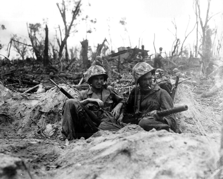 войници