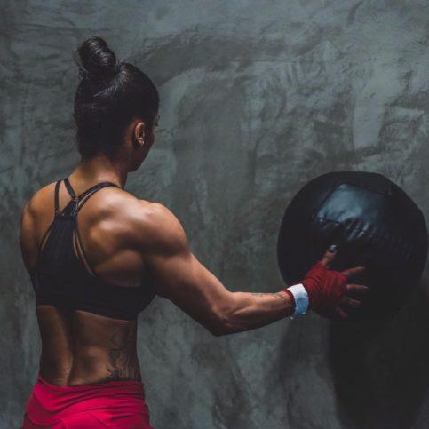 Силна съм, защото бях слаба. Да паднеш не е нещо лошо. Човек може да се учи от всяка своя грешка.