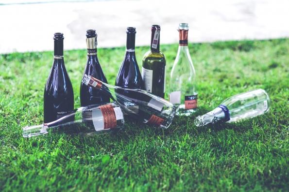 Според АПА допустимото количество алкохол на ден е 2 питиета за мъжете и 1 за жените.
