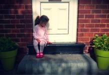 момиченце - сама