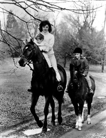 Джаки с децата през ноември 1962 г.
