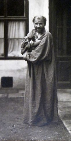 Густав Климт с котката си.